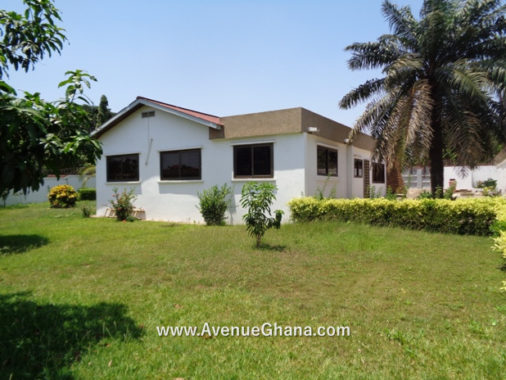3 bedroom house with 2 room outhouse to let at Tesano, Accra Ghana