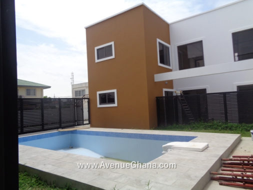 4 bedroom townhouse with swimming pool to let at Labone, Accra Ghana
