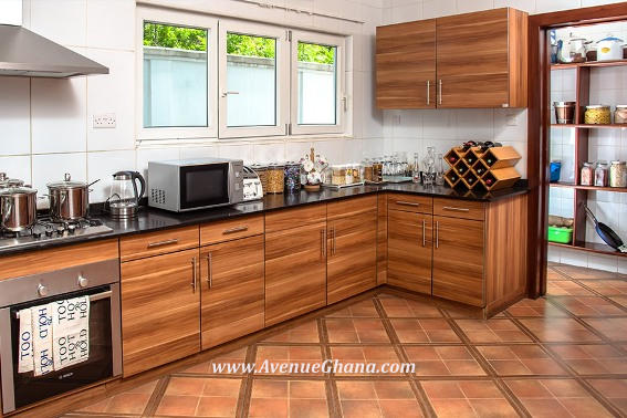 18 furnished kitchen