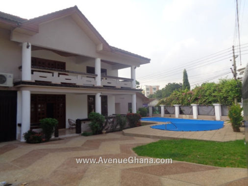 4 bedroom house with swimming pool to let at Airport Residential Area, Accra