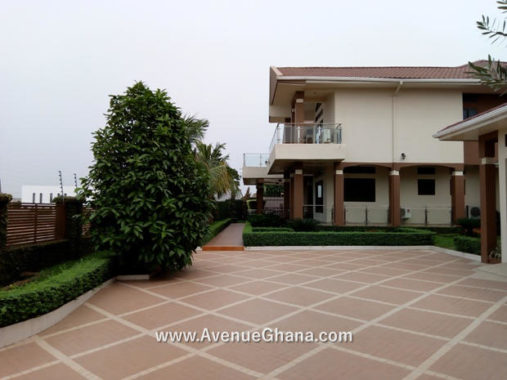 Executive 5 bedroom furnished house with swimming pool and 2BQ for rent in Airport Hills, Accra Ghana