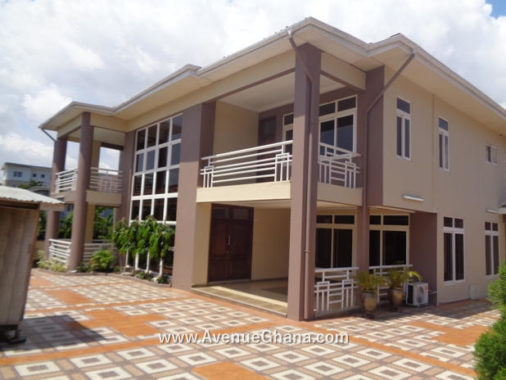 5 bedroom furnished townhouse with 2 bed outhouse for rent near Ridge Hospital in Accra