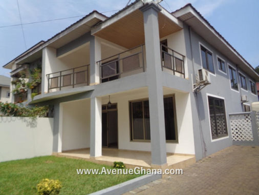 3 bedroom house with outhouse to let at North Ridge, Accra