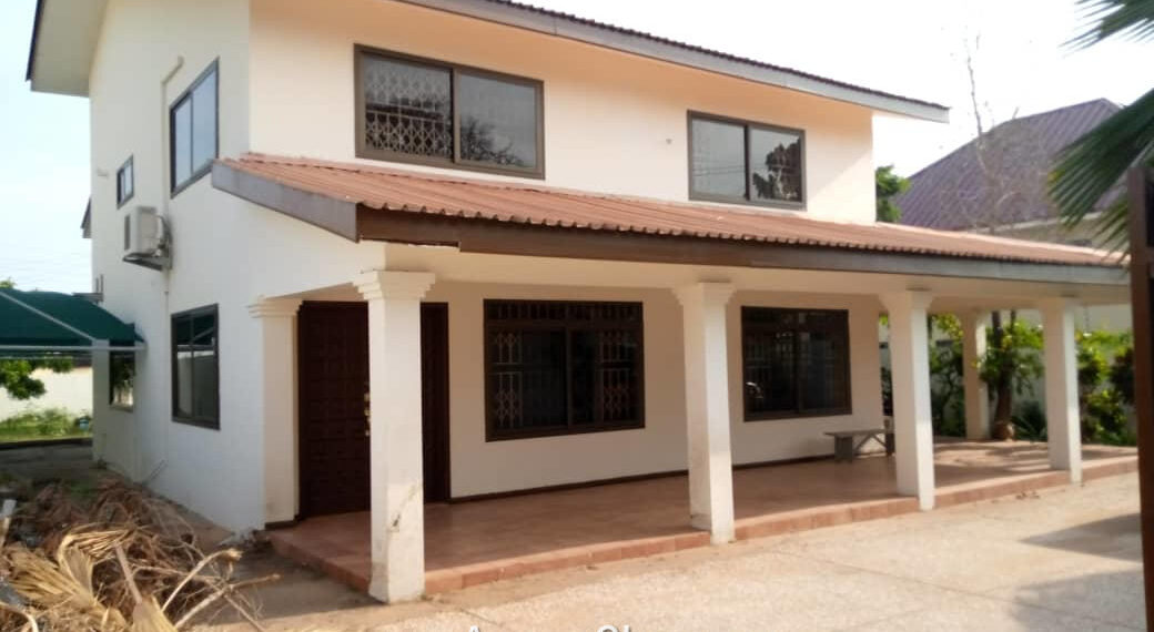 3 bedroom house with outhouse for rent in Labone, Accra